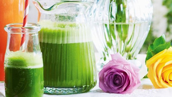 Healthy Apple Spinach and Mint Juice